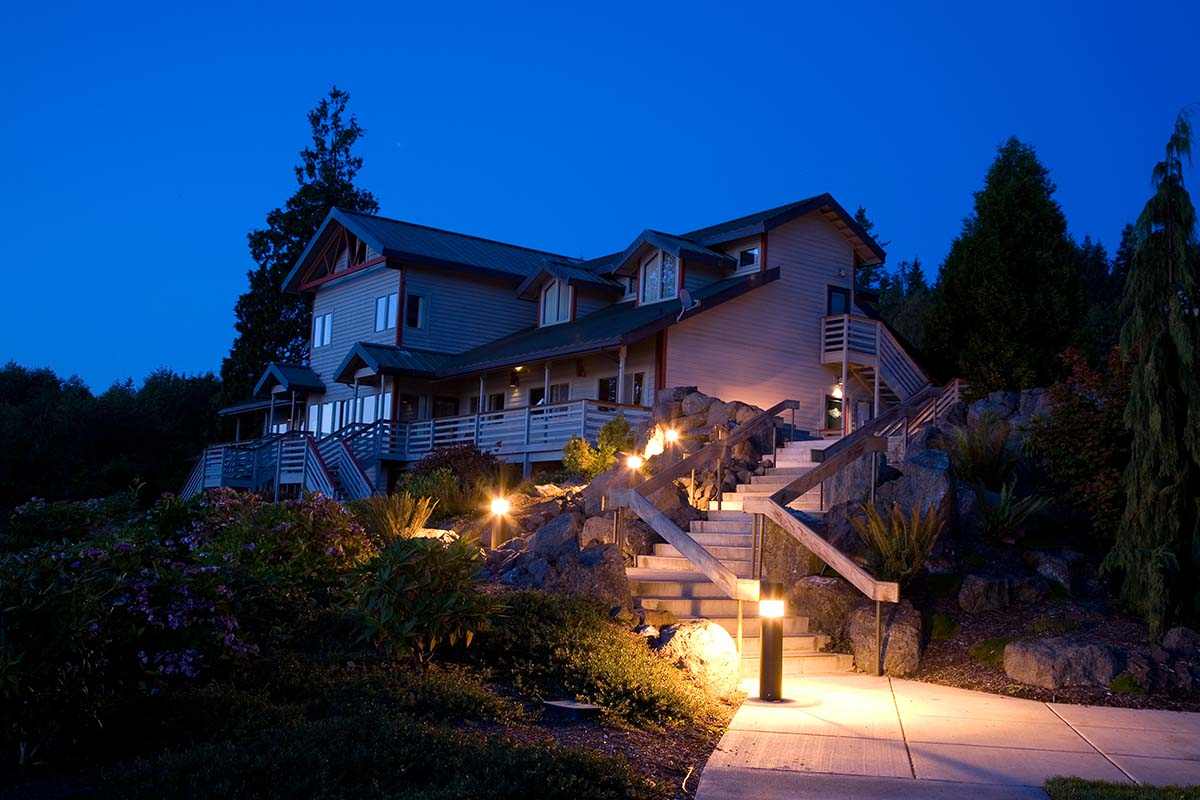 Outdoor Lighting Benefits Wire Wiz Electrician Services Wiring Landscape Light Featured